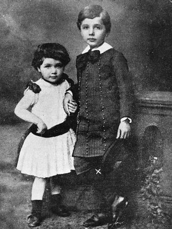 Albert e sua única irmã, Maja, nascida em 1881