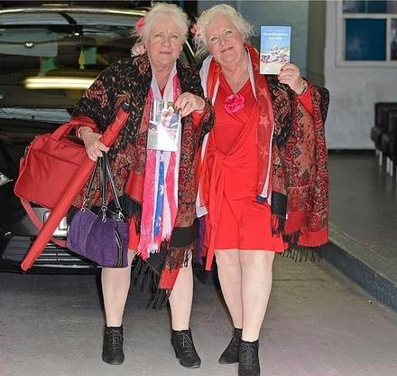 As gêmeas Fokkens, que ficaram ainda mais famosas depois da publicação de seu livro de memórias