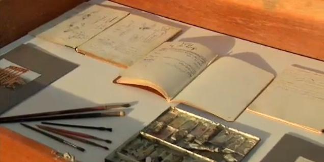 Os cadernos de anotações e pinceis de Khalil Gibran estão na exposição que chegou a São Paulo