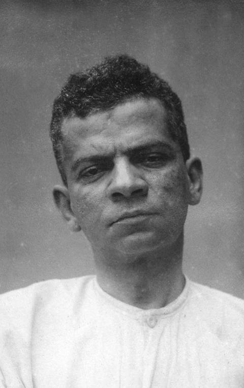 Lima Barreto fotografado em 1919, durante sua internação no Hospício Pedro II