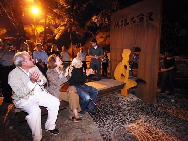 Saudades do amigo: Fernanda participou da inauguração do Largo do Millôr e depois do banquinho do Millôr que aconteceu em 27 de maio de 2013