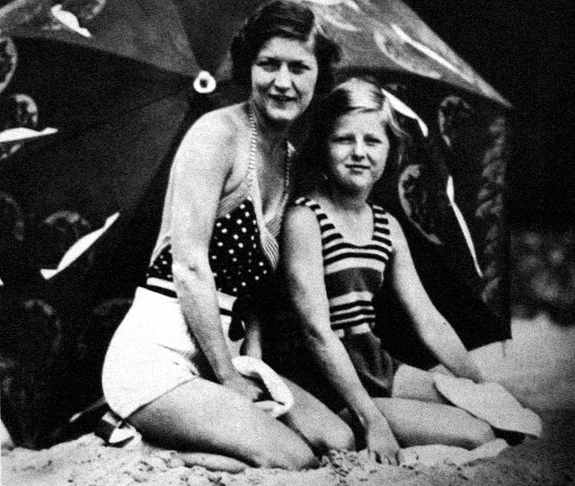 Scottie com sua mãe, Zelda, no verão de 1933, exatamente quando recebeu a carta com os conselhos de seu pai