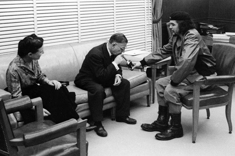 Simone e Sartre em um encontro com Che Guevara