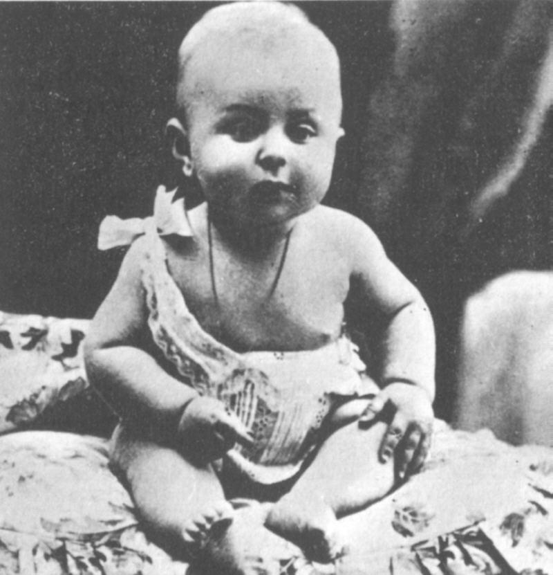 Jean-Paul Sartre em 1906, aos 8 meses