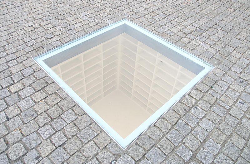 800px-Denkmal_der_Buecherverbrennung_Bebelplatz_Berlin