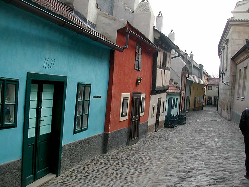 Kafka morou nessa casinha azul da Viela Dourada
