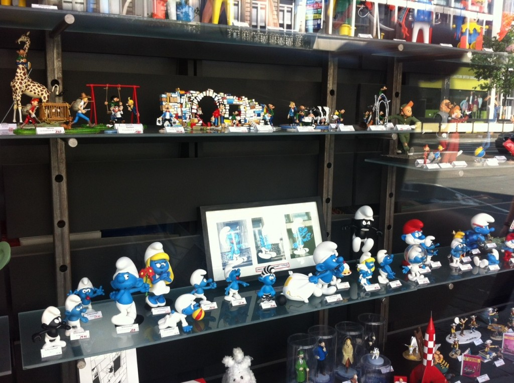 Smurfs e mais Smurfs na prateleira da Multi BD / Foto: Fernanda Scherer