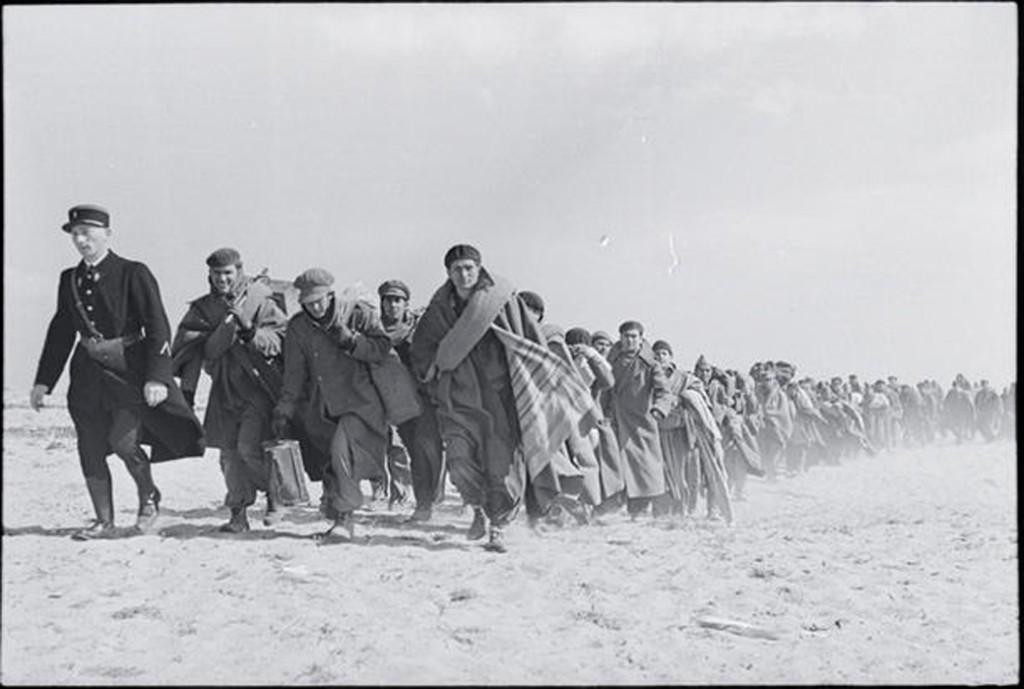 Foto de Robert Capa de 1939 mostra republicanos exilados marcha