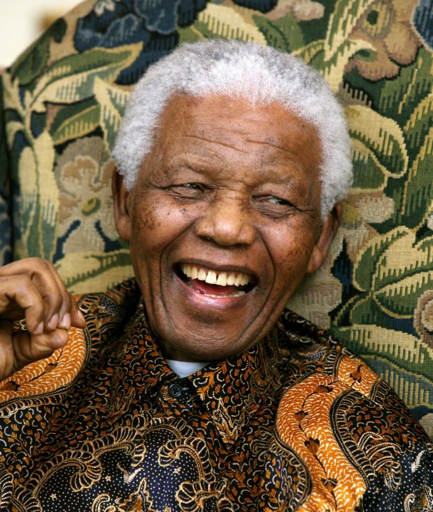 Mandela_rindo