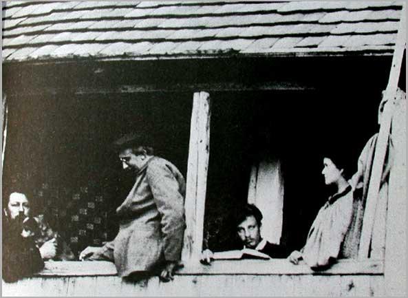 Da esquerda para direita: Professor Andreas (marido de Lou Andreas-Salomé), August Endele, Rilke e Lou Andreas-Salomé