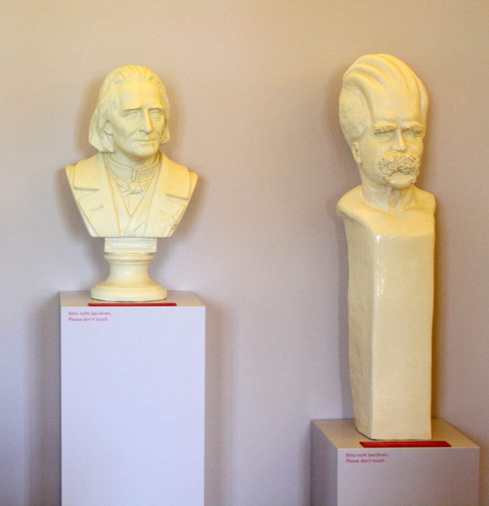 Dentro da casa museu, lado a lado, Wagner e Nietzsche