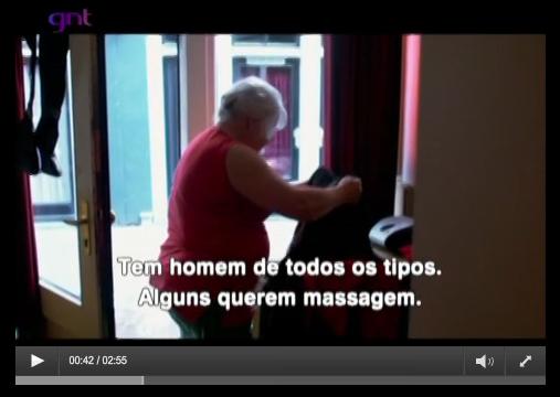"""Clique sobre a imagem para assistir a uma cena do documentário que deu origem ao livro """"As senhoritas de Amsterdã""""."""