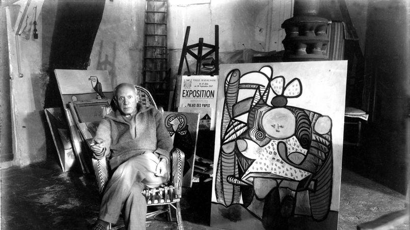 Picasso em seu atelier parisiense - Foto Michel Sima / Rue des Archives