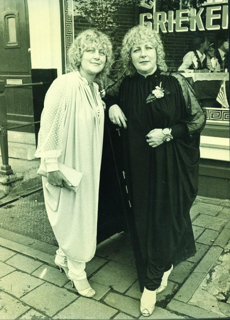 Martine e Louise (de preto) em 1981