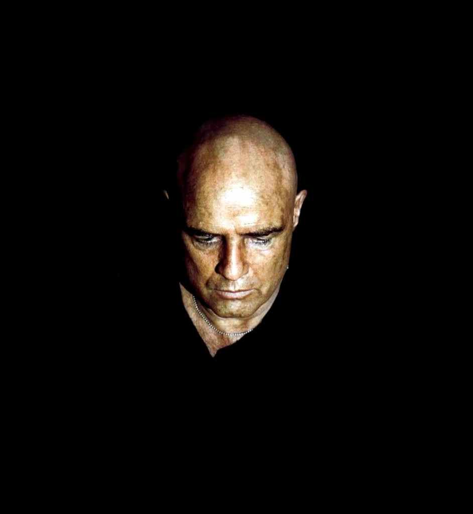Marlon Brando é o Coronel Kurtz em Apocalypse Now