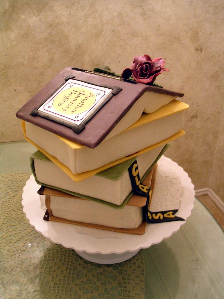 """Bolo """"casinha"""" de livros"""