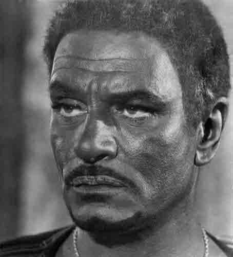 Laurence Olivier se valeu de muita maquiagem para escurecer a pela em 1964