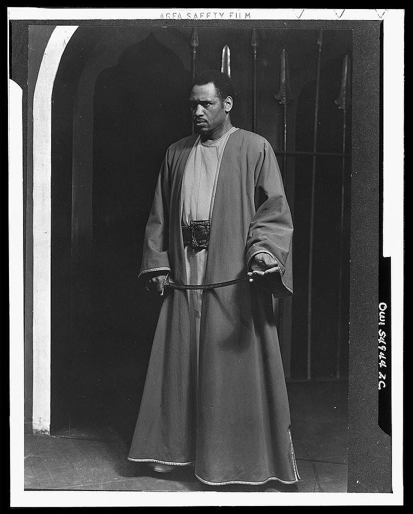 Paul Robeson como Otelo em montagem que foi apresentada nos palcos americanos em 1943