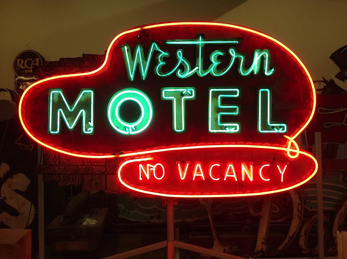 """""""Western Motel"""" um neon original datado de cerca de 1950. Coleção do Museum of Neon Art"""