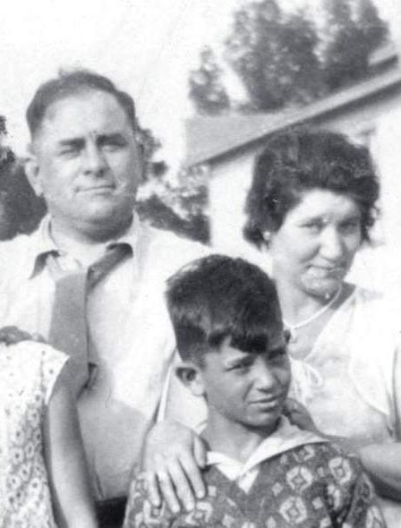 O pequeno Jack Kerouac com seu pai Léo e sua mãe Gabrielle