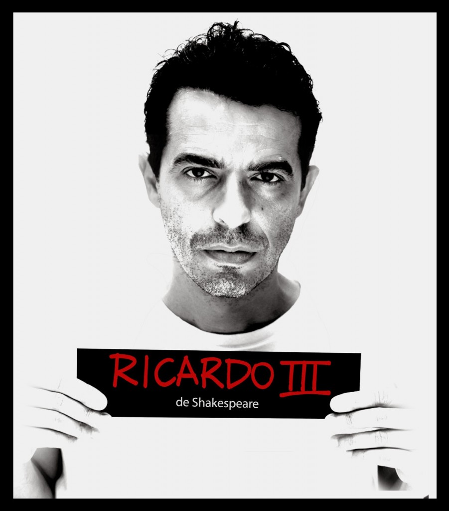 """Gustavo Gasparani vive todos os personagens de """"Ricardo III"""" (Foto: Divulgação)"""