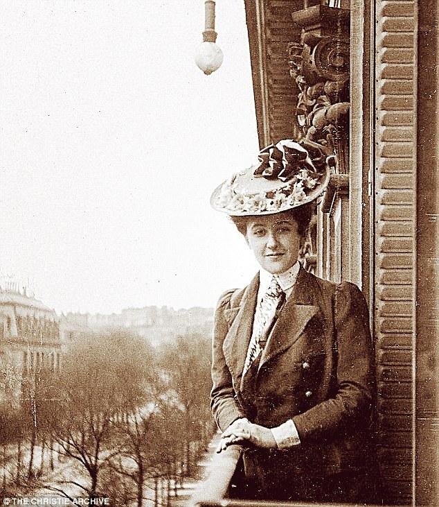 Em uma sacada parisiense em 1906.