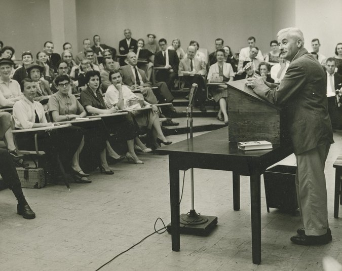 William Faulkner conversa com estudantes e professores da Universidade de Virginia
