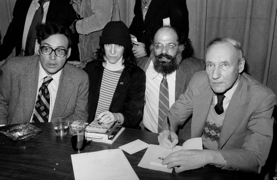 A cantora e escritora Patti Smith com seus amigos beats: Carl Solomon, Allen Ginsberg e William Burroughs