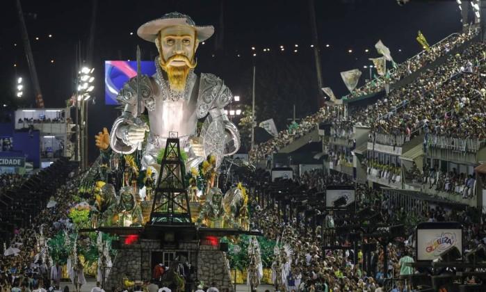 Dom Quixote no maior abre-alas do carnaval de 2016. Foto: Alexandre Cassiano/ O Globo