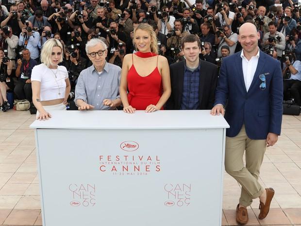 Woddy Allen e parte do elenco de Café Society na abertura do Festival de Cinema de Cannes que aconteceu na quarta-feira, 11 de maio