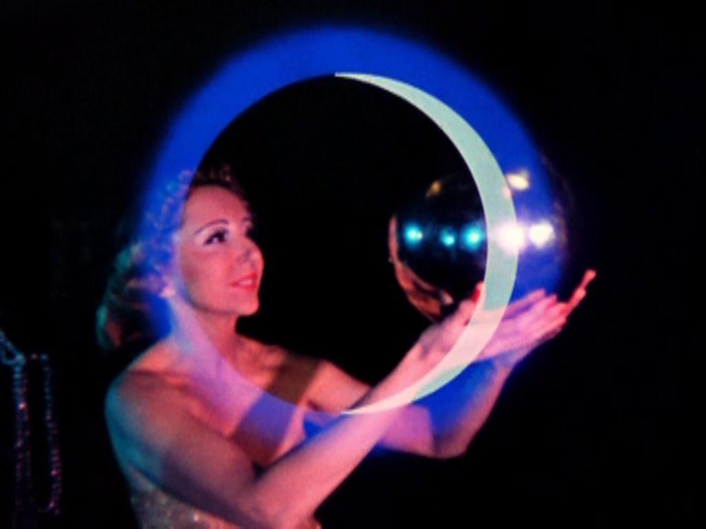 """Anaïs Nin em cena do curta metragem  """"Inauguration of the Pleasure Dome"""""""
