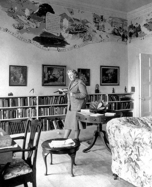 Agatha-Christie-pictured-in-the-library-at-Greenway