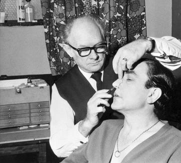 A maquiagem dava trabalho, mas ajudou Finney a concorrer ao Oscar de melhor ator