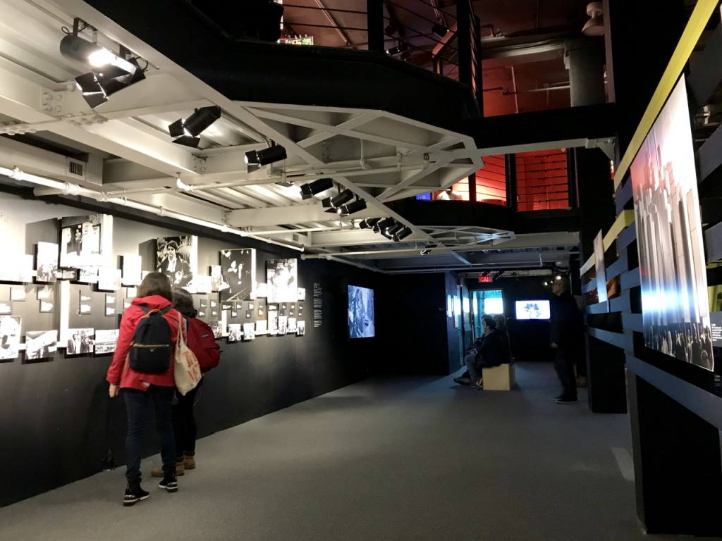 """""""The Velvet Underground Experience"""" em Nova York. (Foto original: vemprany.com)"""